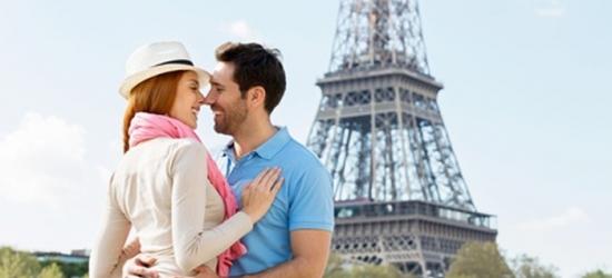 Champs-Elysées di Parigi: camera con colazione e crociera facoltativa sulla Senna per 2 all'hotel Romance Malesherbes