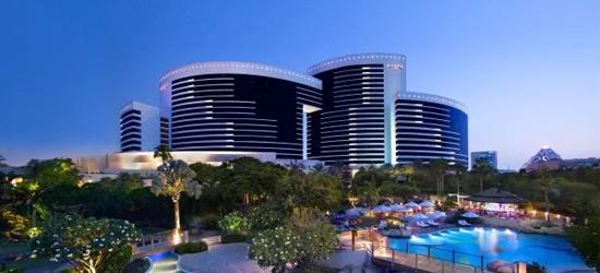 3nt 5* Dubai break with breakfast & flights
