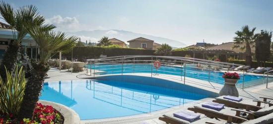 4* escape in Kefalonia, Greece