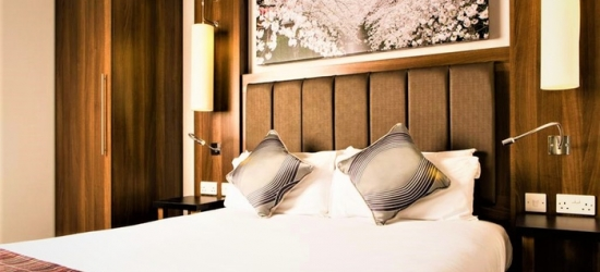 Co. Durham: Room for Two with Breakfast, Late Check-Out and Option on 3-Course Dinner at Mercure Darlington Kings Hotel