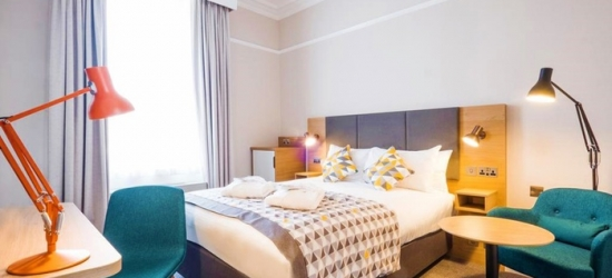 Hampshire: Standard or Executive Double Room for Two with Breakfast and Glass of Wine at a Top Secret Hotel