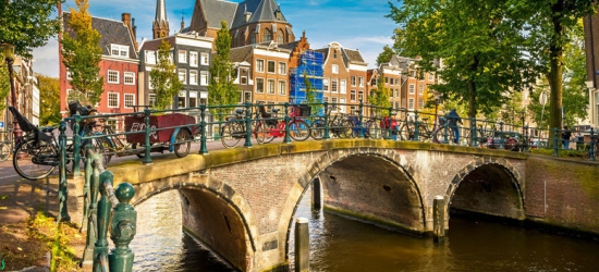 2-3nt Amsterdam Escape, Breakfast  - Unique Boat Hotel!