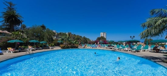 4* Tenerife break w/breakfast & flights