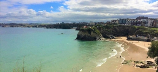 Newquay: Double Room for 2 with Breakfast, Leisure Access and Option for 2-Course Dinner on 1st Night, Hotel California