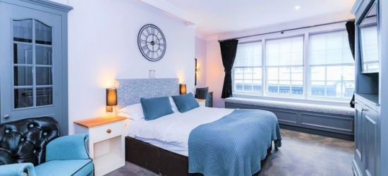 Buckinghamshire: Standard Room for Two with Breakfast and Dinner at Villiers Hotel