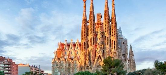 Barcellona: camera doppia con colazione o mezza pensione e 1 accesso alla Spa per 2 persone al Villa Olimpica Suites 4*