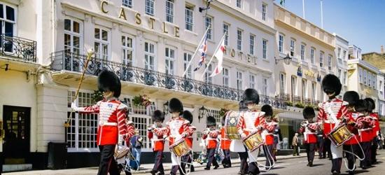 £89 --'Stylish' Windsor hotel stay inc wine, save 53%