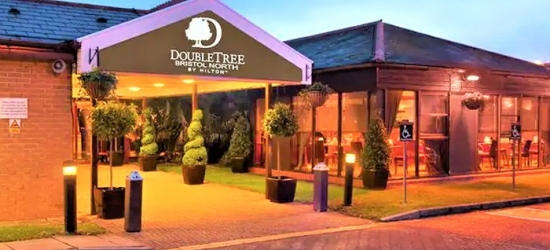 Bristol: Room for Two with Breakfast, Prosecco, Dinner and Leisure access at 4* DoubleTree by Hilton Hotel Bristol North