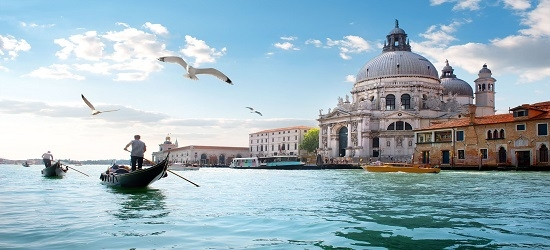 All-inc Greece cruise with Athens & Venice stays