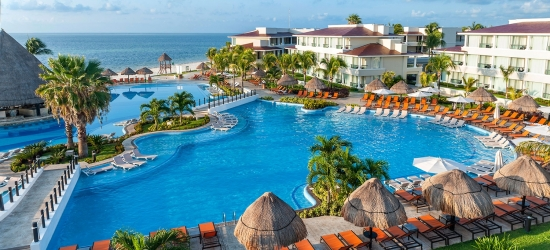 Cancun: 5-star all-inc family beach holiday; kids stay free