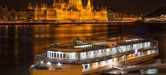 ✈ Budapest: 2 to 4 Nights at Grand Hotel Jules Boat with Spa Entry and Flights*