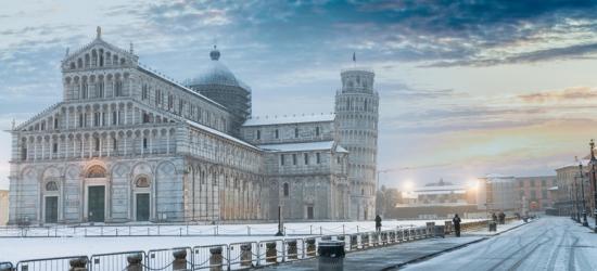 Central Pisa Christmas Market Escape