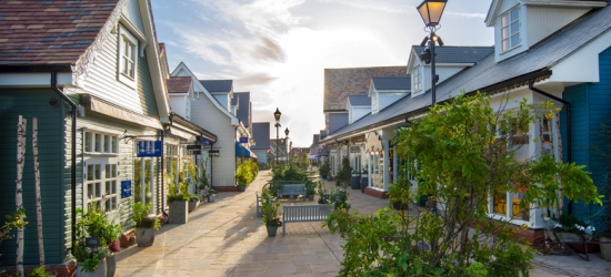 4* Oxford Break, Breakfast, Dinner, Prosecco & 10% off at Bicester Village Shopping for 2