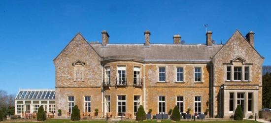 4* Cotswolds Escape, 3-Course Dinner, Spa Treatment & B'fast for 2