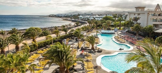 4* Lanzarote getaway w/breakfast & flights