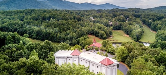 £91-£109 -- Blue Ridge Mountains 4-Star Stay, 55% Off