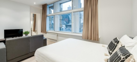 Liverpool: Standard Studio for Two with Bottle of Bubbly, Strawberries and Option for Afternoon Tea at 4* FM Living