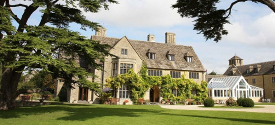 Romantic Cotswolds Getaway, Breakfast, Dinner & Late Checkout for 2