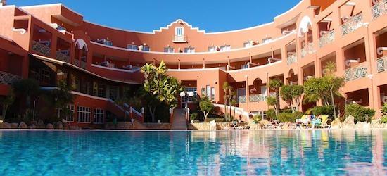 4* Praia da Luz holiday w/breakfast & flights