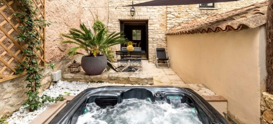 Corsica: 7-nt holiday & car hire; save £96