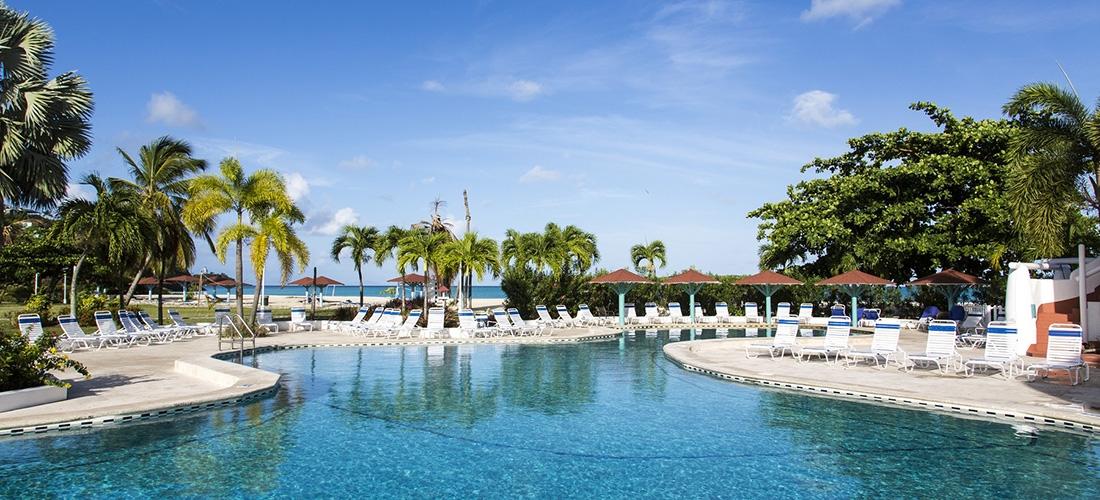 Caribbean: 3* all-inclusive Antigua getaway w/flights