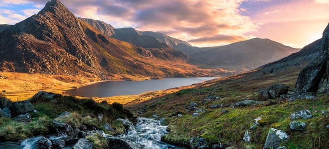 Snowdonia Getaway , Breakfast, Dinner & Wine for 2