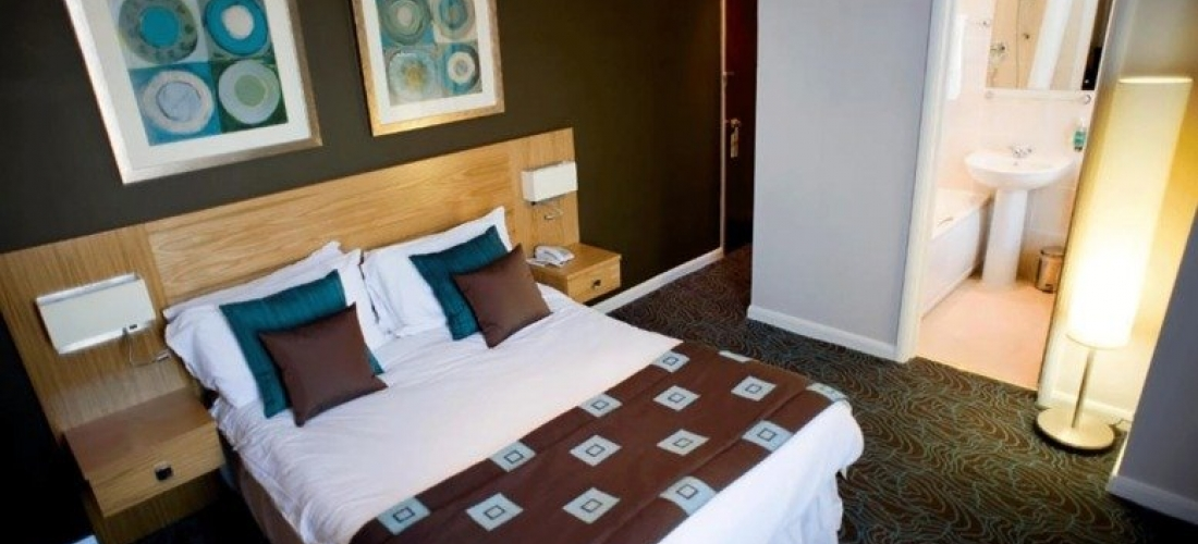 1-2nt Stay For 2 With Breakfast, Prosecco & Late Checkout