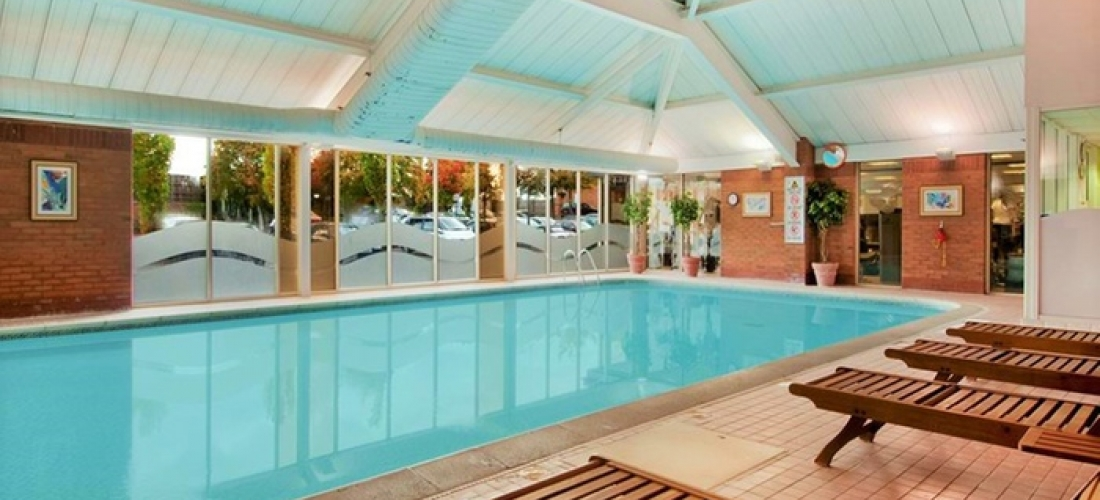 Berkshire: Queen Room for 2 with Breakfast, Dinner and Leisure Access at the 4* DoubleTree by Hilton Newbury North Hotel