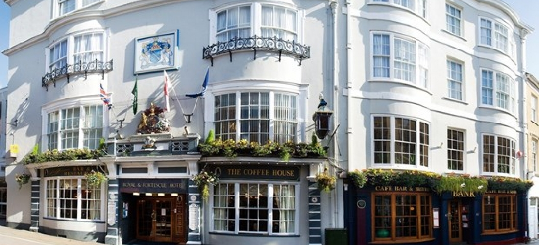 £89 -- Devon inn escape with bottle of bubbly, 41% off