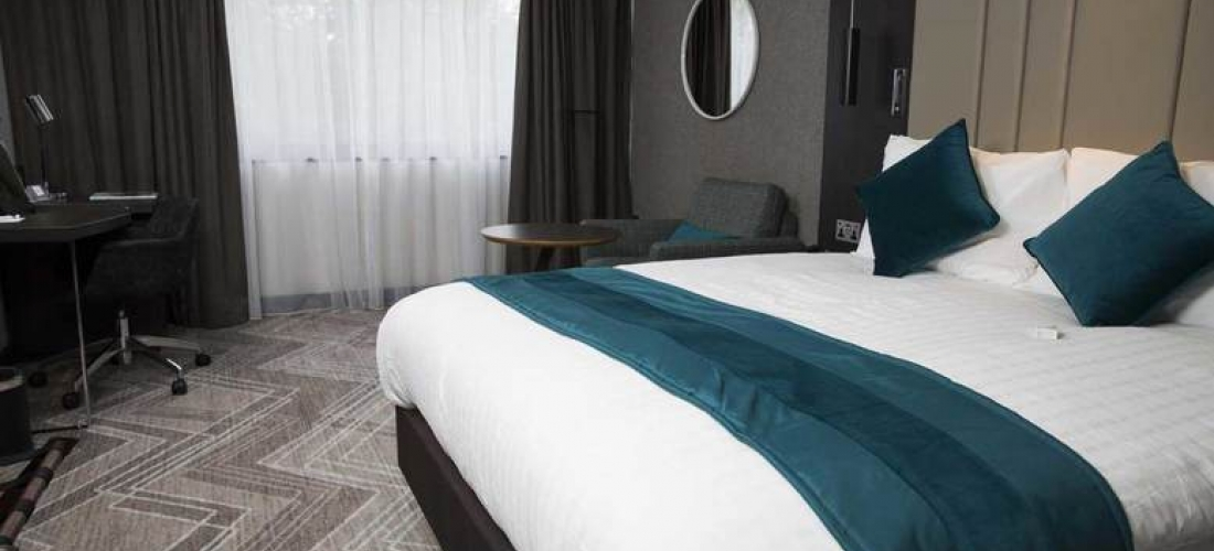 4* Basingstoke Stay, Dinner, Cocktails & Leisure Access For 2