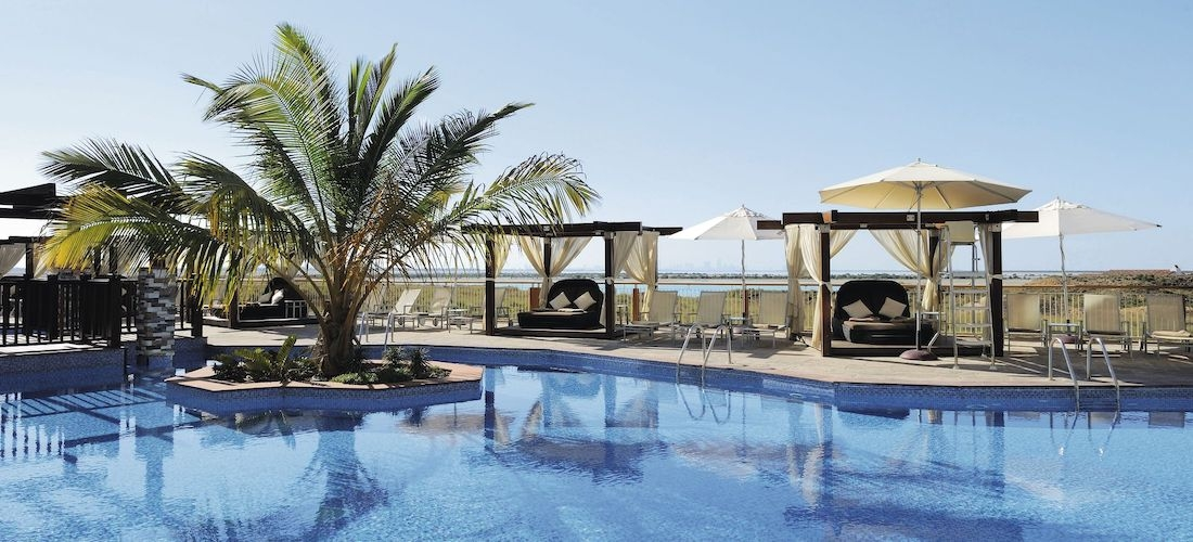 4* deluxe Abu Dhabi getaway w/breakfast & flights