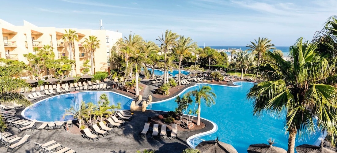 4*PLUS half-board Fuerteventura week w/flights