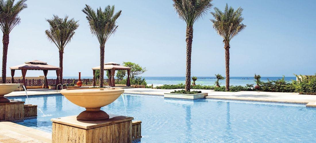 5* luxury UAE escape w/breakfast & flights