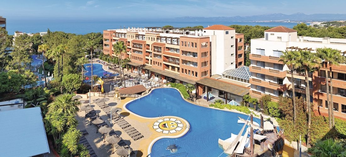 4* Costa Dorada getaway w/flights