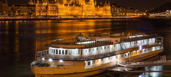 ✈ Budapest: 2-4 Nights at Grand Hotel Jules Boat with Spa Entry and Flights*