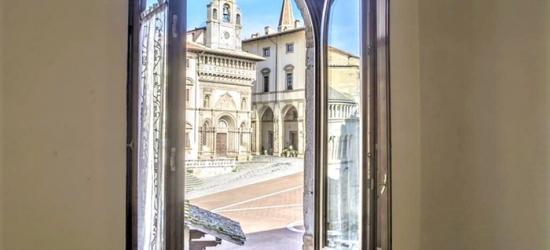 Arezzo: Junior Suite Deluxe in mezza pensione, visita + degustazione in cantina per 2 presso La Corte del Re