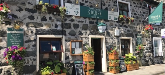 Snowdonia Stay For 2, Breakfast & Late Checkout @ Golden Fleece Inn