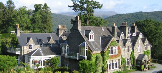 4* Luxury Snowdonia Getaway for 2, Breakfast & Wine