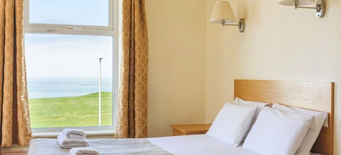 Cornwall: Standard/Superior Room for Two with Breakfast, Wine and Option for Dinner at Kilbirnie Hotel