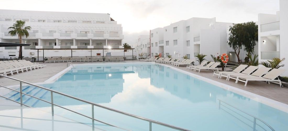 4* all-incluisve Lanzarote escape w/flights