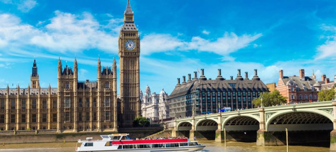 3* or 4* London Break, Breakfast & 24hr Hop On Hop Off River Cruise
