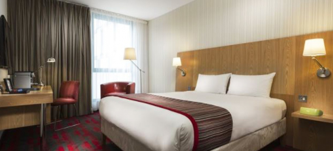 4* Central Aberdeen Break, Prosecco, Breakfast & Late Check Out for 2