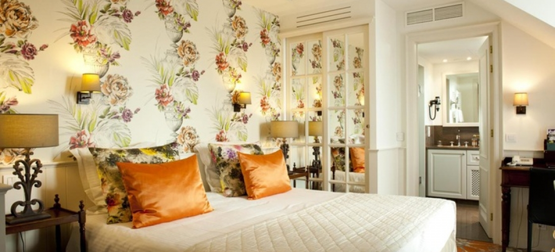 Bruges: Classic or Executive Room for Two with Breakfast and Wellness Access at Hotel Prinsenhof