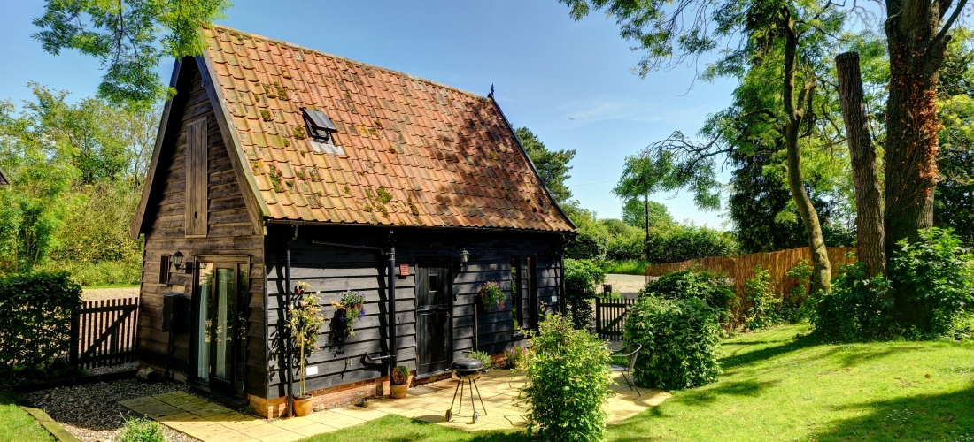 Win a relaxing break for 2 adults & up to 3 dogs in Suffolk